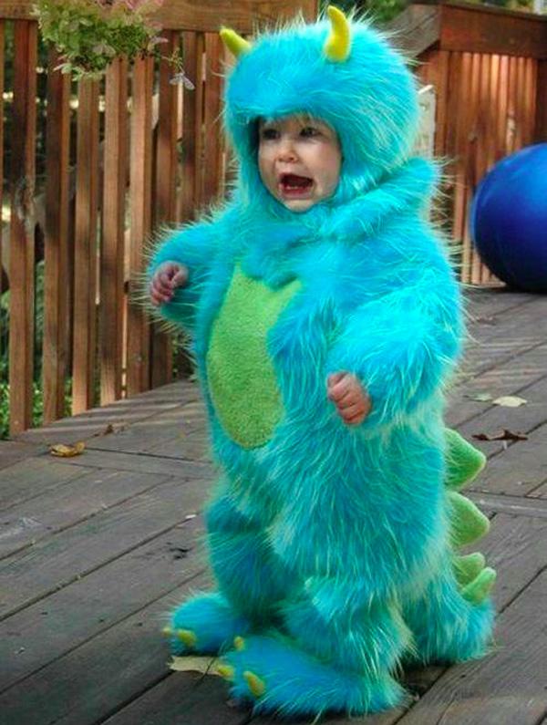 Criança fantasiada de Sulley, Monstros SA