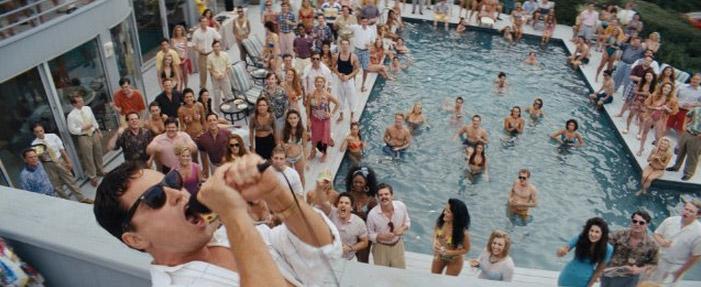 lobo de wall street filme, festa na piscina