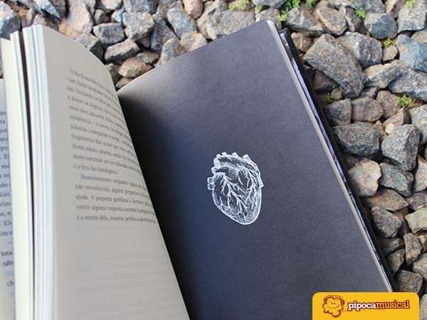 resenha livro hellraiser, darkside books, clive barker, renascido do inferno, design livros