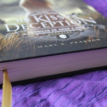 Entrevista com Mary E. Pearson, autora de The Kiss of Deception