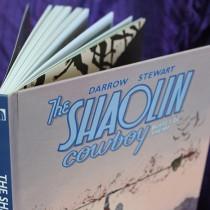 Dilacerando zumbis em The Shaolin Cowboy