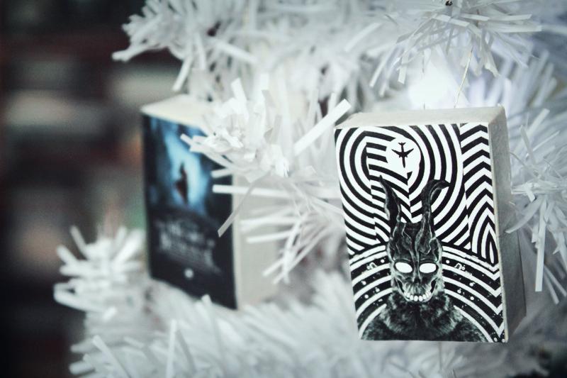 Um DIY fácil de fazer para deixar seu Natal um pouco mais dark